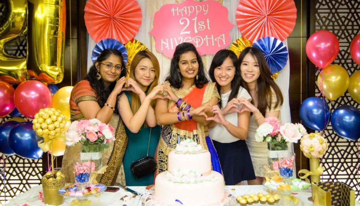 A group photo at a 21st birthday by Singapore birthday photographer Shilton Tan.