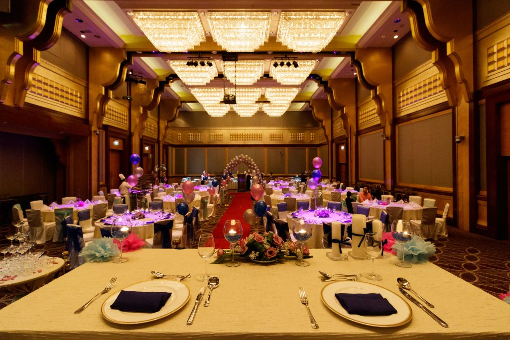 A photo of the interior of the ballroom at Sheraton Towers.