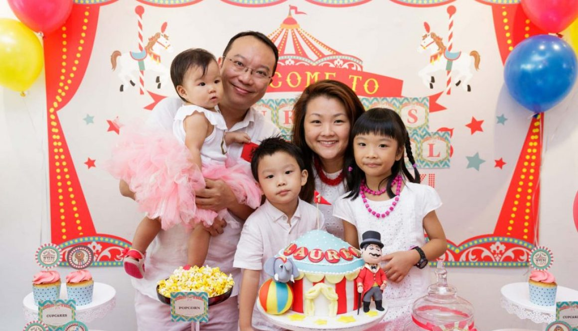 A family photo at a birthday party at Cake Avenue.