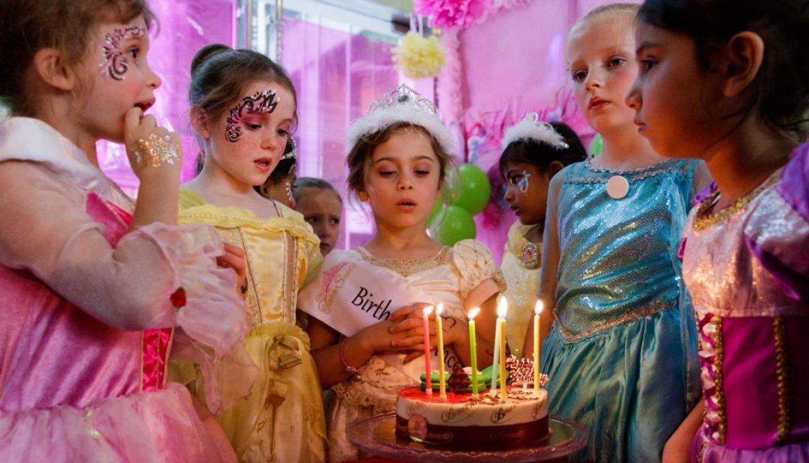 A birthday party at The Tiara Society, birthday party photography service by Singapore photographer Shilton Tan.