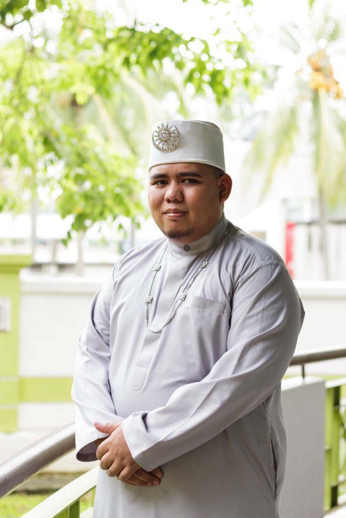 A portrait of the groom at a Singapore Malay wedding, photo by Singapore wedding photographer Shilton Tan.