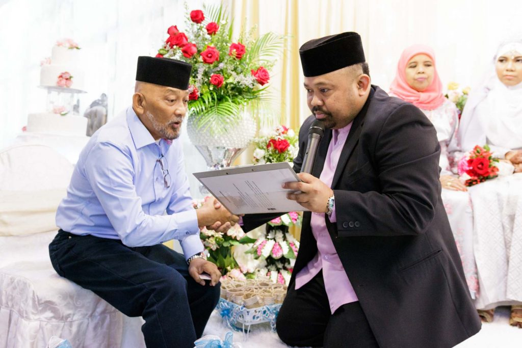 A Muslim solemnization, wedding photography by Singapore photographer Shilton Tan.