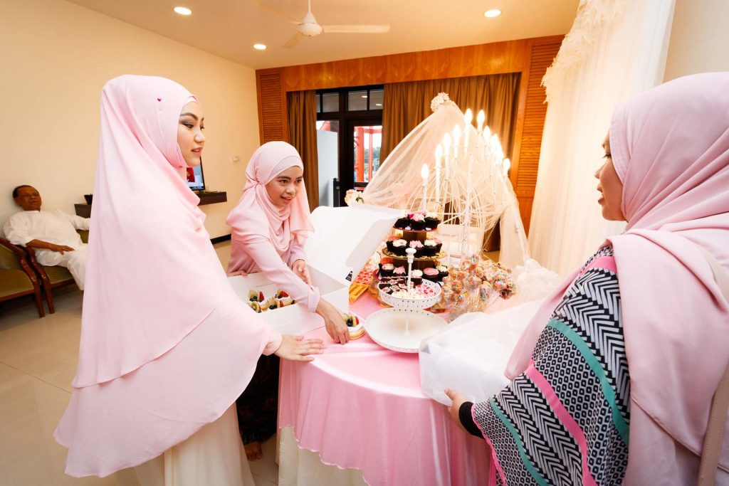 A candid photo at a Malay baby shower at Aranda Country Club, photo by Singapore photographer Shilton Tan.