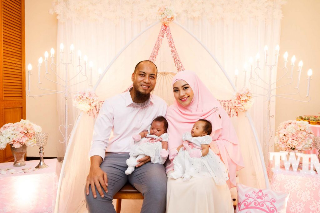 A family photo at a Malay baby shower at Aranda Country Club, photo by Singapore photographer Shilton Tan.