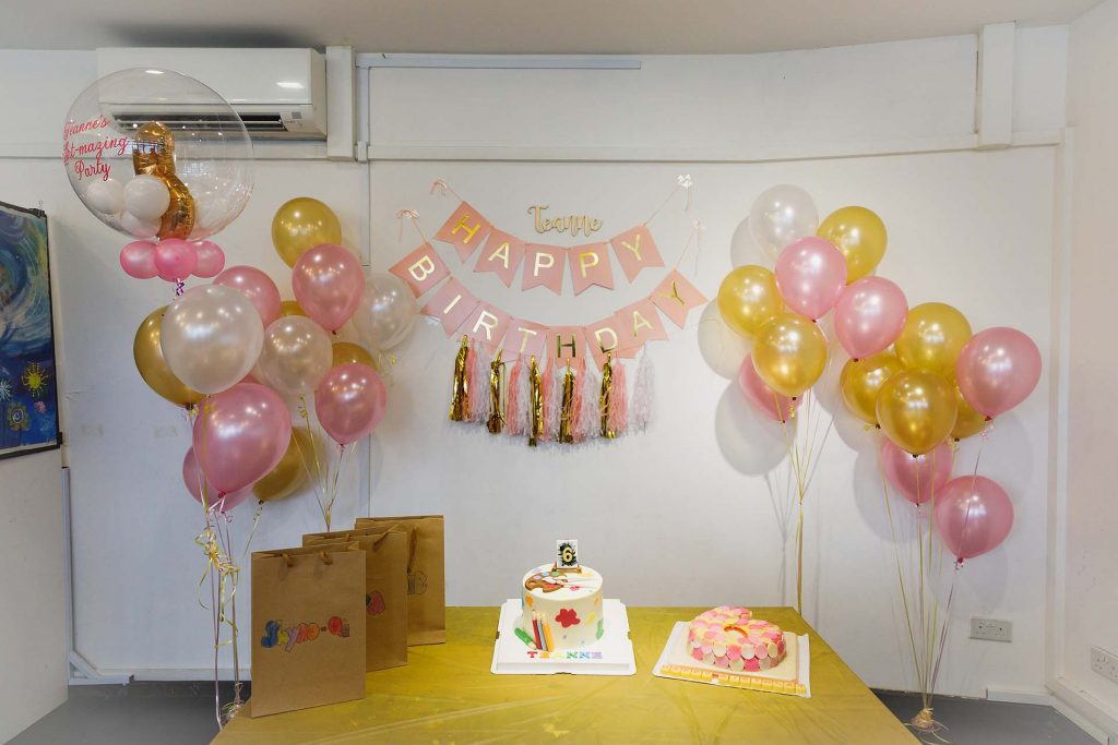 A birthday party at ArtFlock Studio.